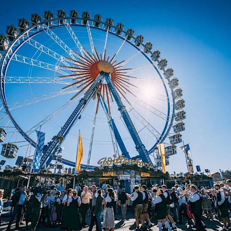 The symbol of the Wiesn: Wellenborg's 50-meter-tall Ferris wheel