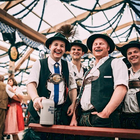 Oide Wiesn: Stimmung im Festzelt Tradition