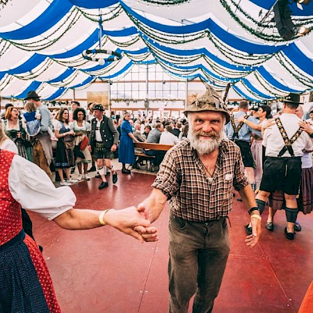 Dancing in the Herzkasperl tent, simply incredible!
